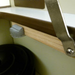 Vanagon-Westfalia-cabinet-support-hinge2