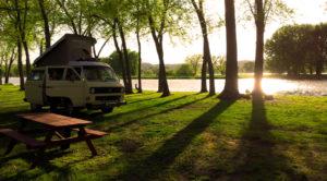 vanagon-lakeside-campsite